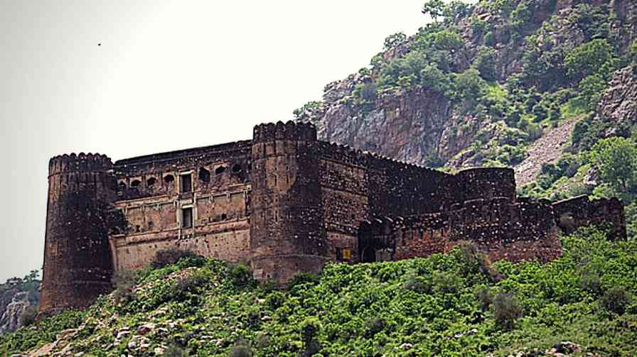 bhangarh fort horror story
